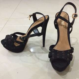 ORIGINAL SCHUTZ BLACK HIGH HEELS (Linea Brand)