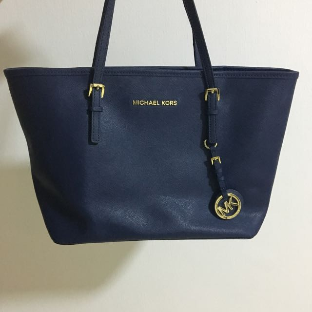 5a10a41159ed AUTHENTIC) Michael Kors Handbag in Navy Blue