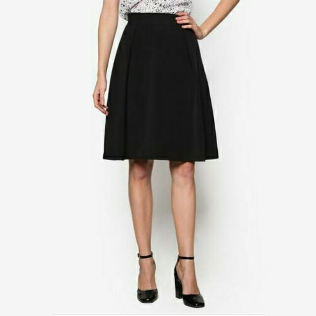 adf67d42c8 BN Zalora Collection Knife Pleated Skirt, Women's Fashion, Clothes ...