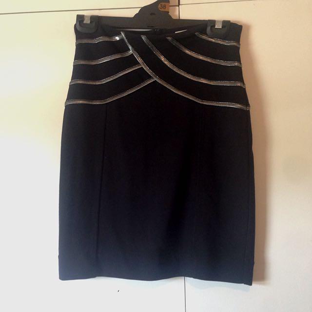 Kenji Size 8 Black Skirt