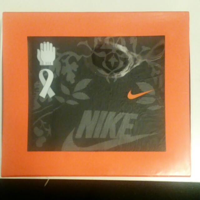 Nike Scarf/Gloves Set