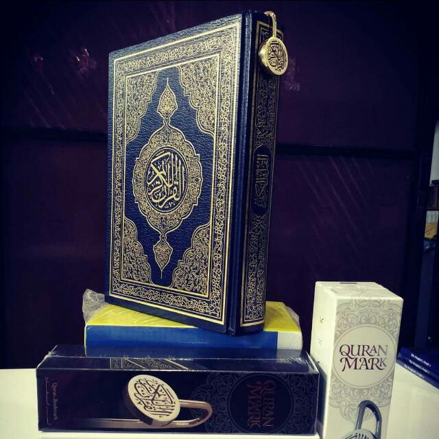 QURAN MARK - POINTER & BOOKMARK EMBLEM WITH ARABIC CALLIGRAPHY