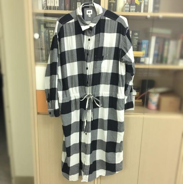 UNIQLO 2015秋冬款黑白大格縮腰長袖襯衫洋裝