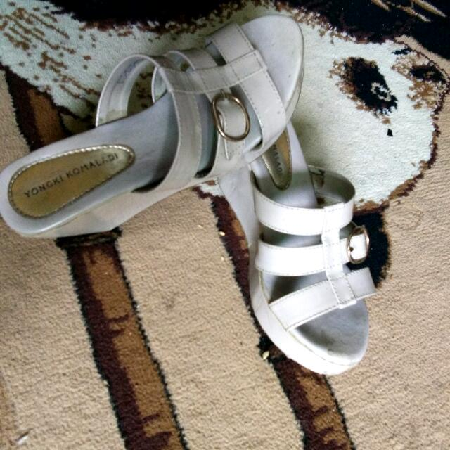 Yongki Komaladi Wedges Cream