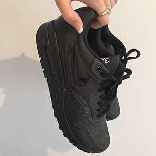 Nike Air Max - Black