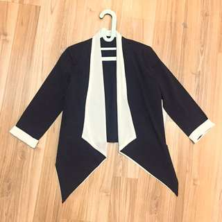 Monochrome Outer