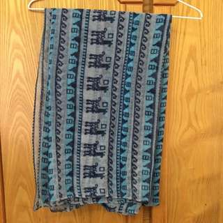 藍色民族花紋絲巾