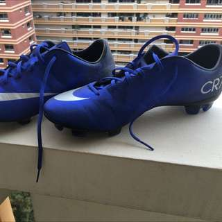 CR7 Hypervenom soccer boots (with studs)