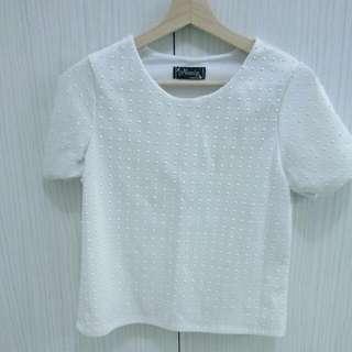 白色鉚釘上衣