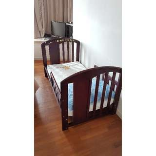 baby cot converting into child bed