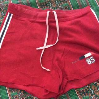 RED SHORTS (TOMMY HILFIGER)