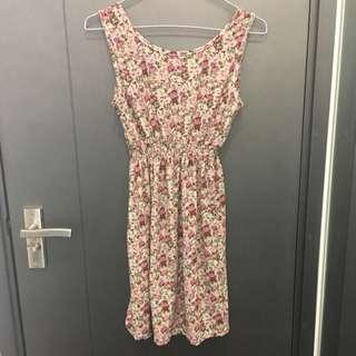 Floral dress 碎花連身裙