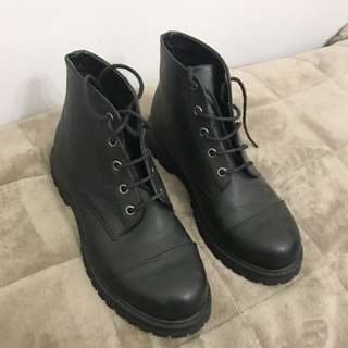 Black jonnie Boots