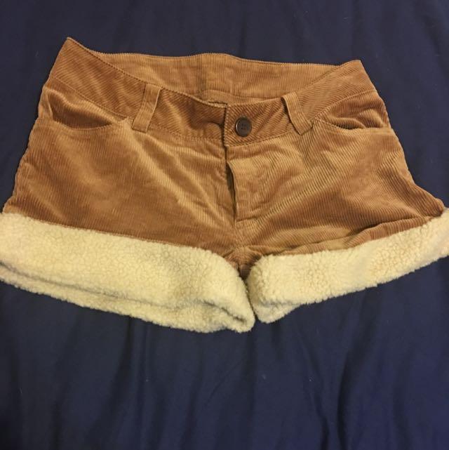 燈芯絨短褲