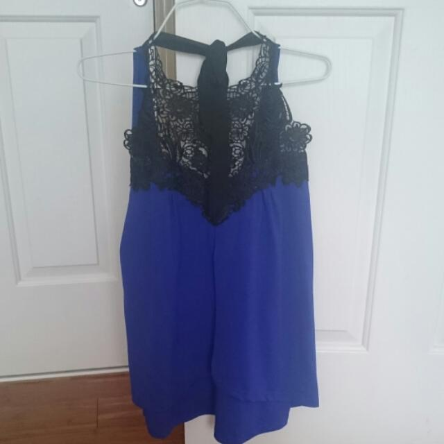 Blue Top With Neck Detail L