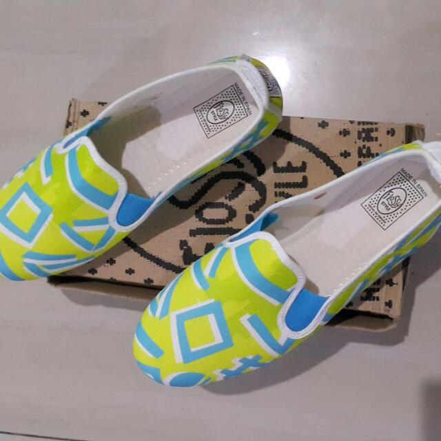 Brand NEW flossy STYLE SHOES