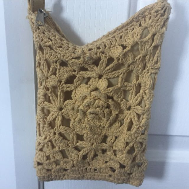 Cute Off-Yellow Knitted Rode Bag