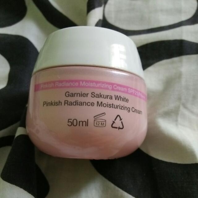 Garnier Sakura White Pinkish Radiance Moisturizing Cream 50ml