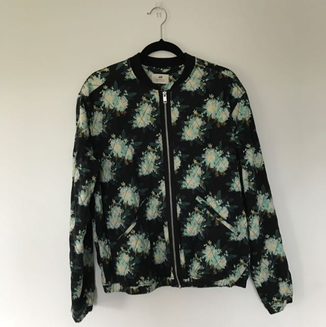 MATCHING FLORAL PRINT JACKET AND COLLARED SHIRT
