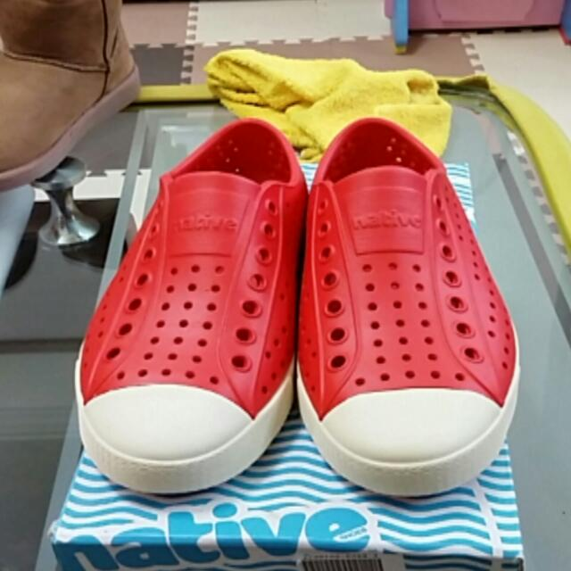 native紅色休閒鞋