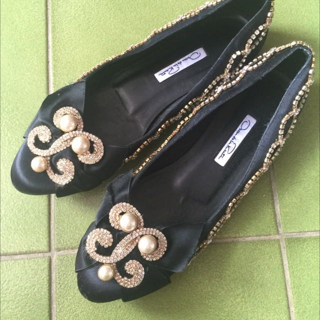 Oscar De La Renta 秀場珠寶黑色緞面平底鞋