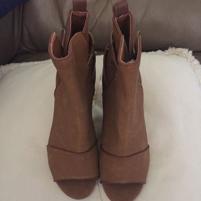 Spurr Tan Open Toe Ankle Boots Size 6