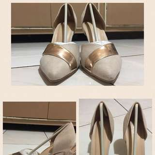 Nude Pumps With Gold Detail
