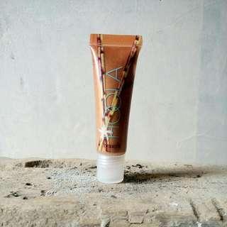 Benefit Ultra Plush Lip Gloss Hoola Dandeluon