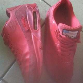 Nike Air Max 90 Essentials Limited Edition USA All Red US10 Size US 10 Airmax Rare 10 shoes joggers runners Sneakers Triple Red