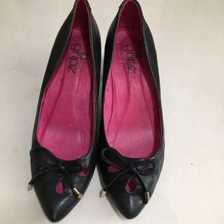 🔥#prelovedwithlove Grips Black Woman Shoe Size 37