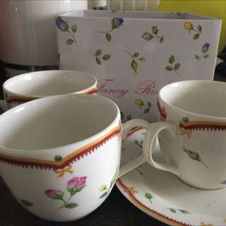Fancy Rose Set Of 3 Tea Cups And Saucers