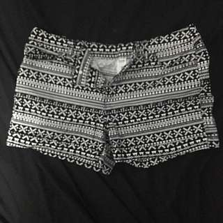 Size 14 Black And White Patterned Shorts