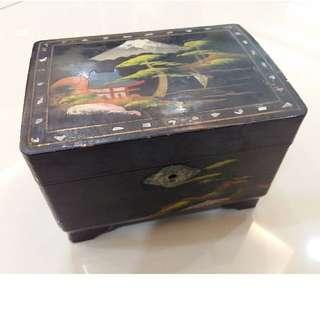 VINTAGE JAPANESE MUSIC BOX