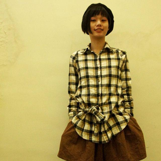 米黃混黑格紋傘狀腰線襯衫-娃娃  日系 森系
