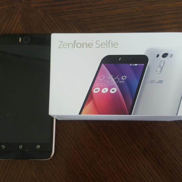 Asus Zenfone Selfie ZD551KL (White)