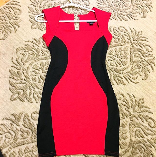 Bodycon Red Dress w Black Outline