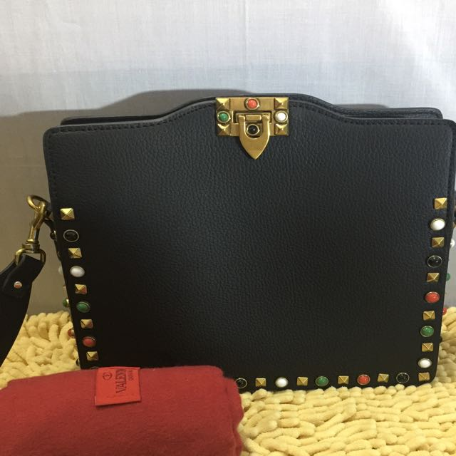 CLEARANCE SALE❗️❗️❗️Valentino Rockstud Body Bag