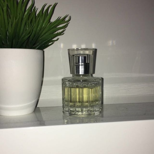 JENNIFER LOPEZS PERFUME ONLY USED THREE TIMES