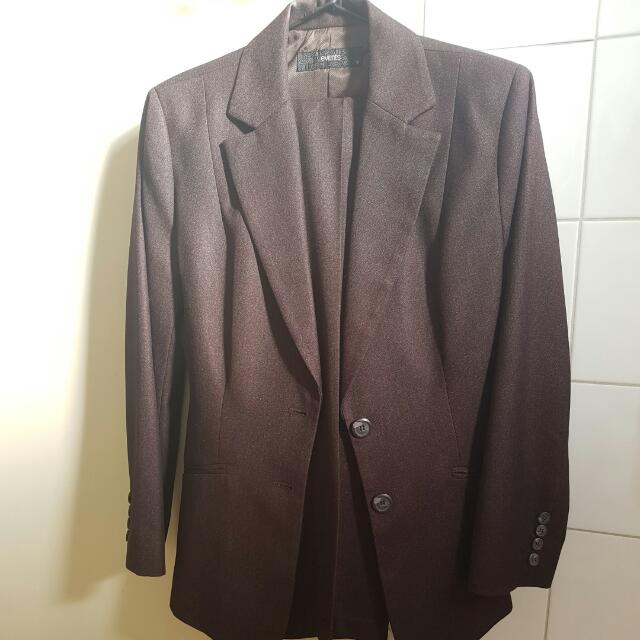 Ladies Events Suit Size 6/8