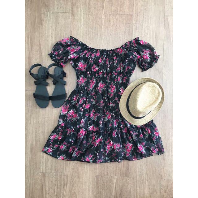 Off-shoulder Dress 🌺