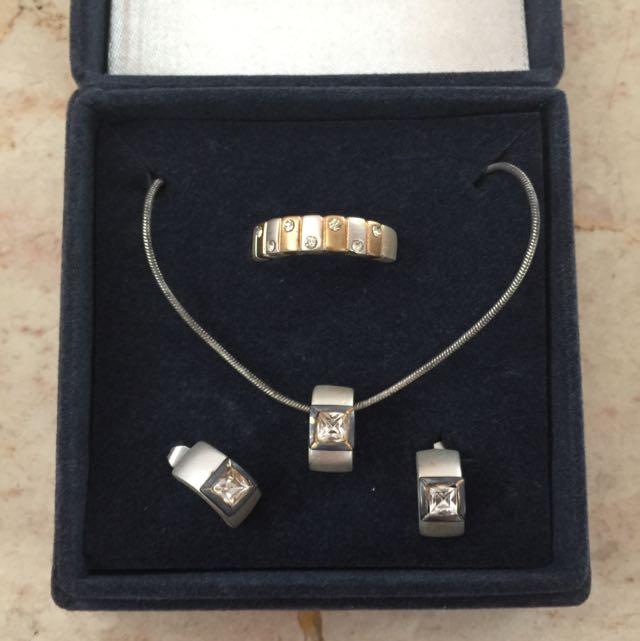 Set Perhiasan Imitasi