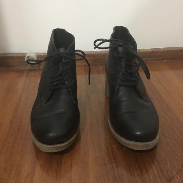 Size 8 Riversoft Black Boots