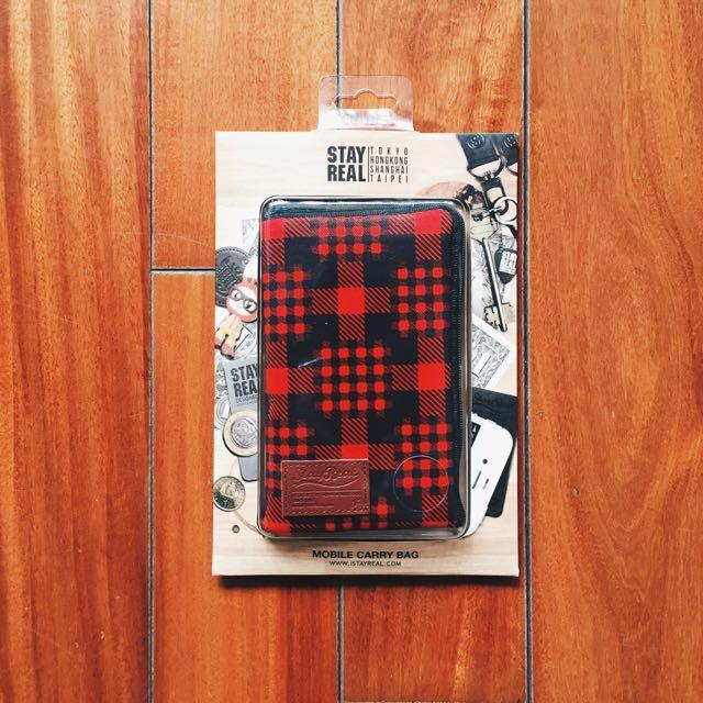 StayReal 紅黑格紋手機包