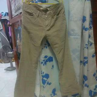 2⃣ GAP Jeans Corduroy
