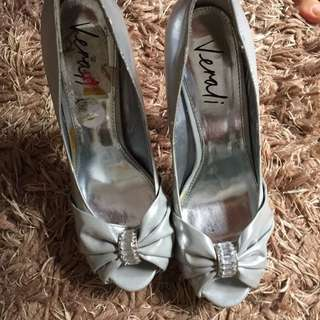 Verali Size 8 Silver Peep Toes