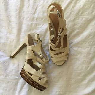 CHARLES & KEITH PLATFORM Size 5