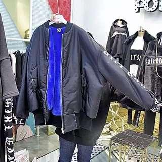 全新 韓國東大門帶回字母手袖藍色絨毛內裡飛行外套