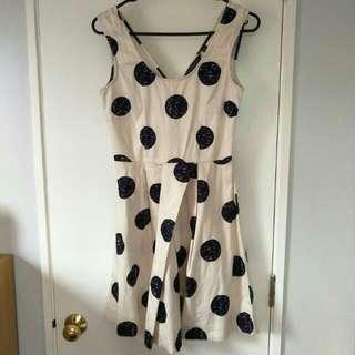 Glasson Size 6 White Dots Pattern Dress