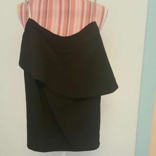 USED black forcast skirt (size 6) near new