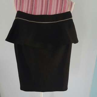 USED black forcast skirt (size 4) near new
